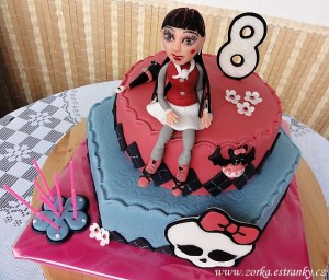 80.-dort-monster-high---draculaura.jpg